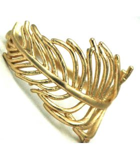 Leaf shaped ring in gold colour