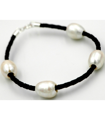 Leather and cultured pearls bracelet