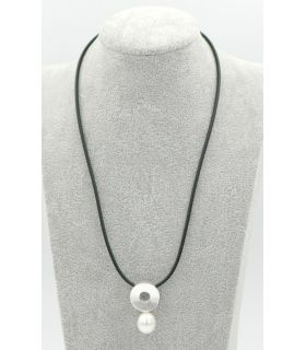 Silver round pendant with a pearl