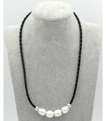 Leather & pearls choker